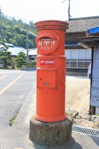 昔ながらの赤いポスト