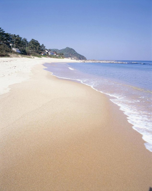 "Kotohikihama Beach is famous for ""singing sand"" or ""booming sand""."